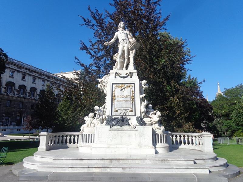 Mozart Denkmal im Burggarten