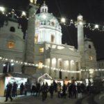 Adventmarkt vor der Karlskirche